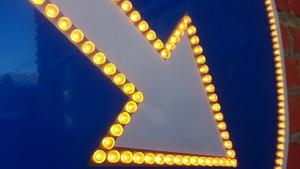 активный дорожный знак, импульсный дорожный знак, светодиодный дорожный знак, импульсная стрелка