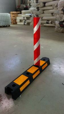 Делинеатор дорожный 900x180x100мм с флажком