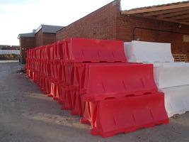 компания ПЛАСТО производство товаров дорожного назначения, пластиковые емкости, домики для телят