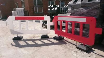 Пластиковый барьер, Пластиковое ограждение штакетного типа, штакетник, дорожный барьер