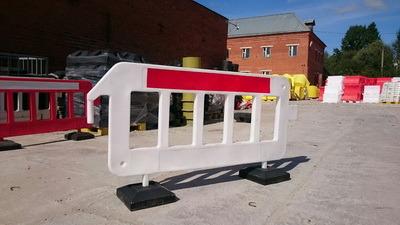 Пластиковый барьер штакетного типа P2000, пластиковое ограждение P2000