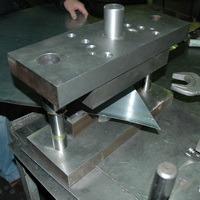 оборудование для производства дорожных знаков, продажа оборудования, штамп для вырубки углов дорожных знаков
