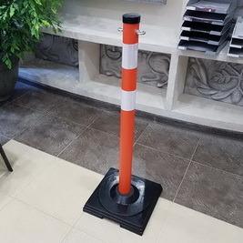 сНовая продукция: сигнальный столбик 1000x63мм на резиновой подставке с креплениями под цепь