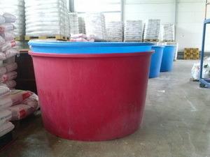 бассейн пластиковый, открытая пластиковая емкость для разведения малька и рыбы